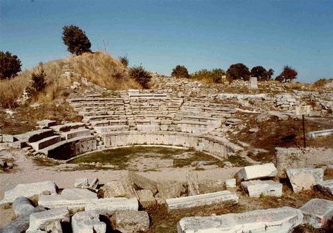 640px-Amphitheatre_of_Troy