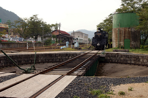 若桜駅SL転車台と給水塔