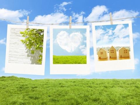 青空と草原とポラロイド写真