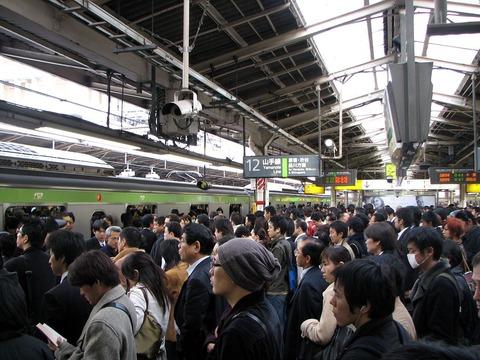 Rush_hour_at_Shinjuku