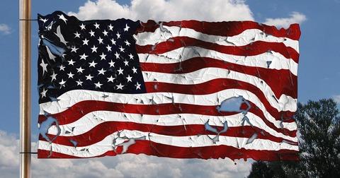 破損したアメリカ国旗
