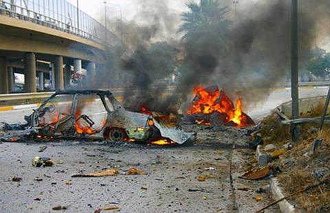 Two-car-bombs-kill-32-in-Iraq