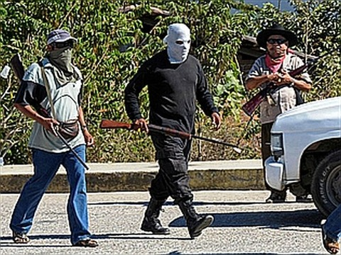 081247-vigilante-groups-police-two-mexican-towns