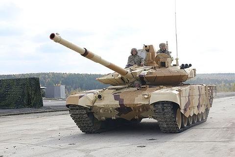 800px-T-90SM_-_RAE2013-04