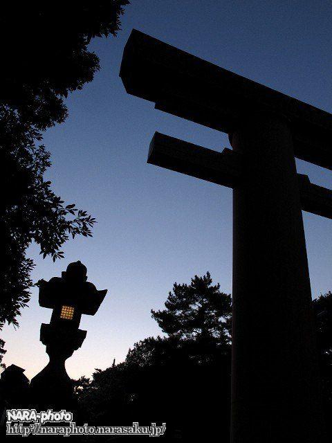 春日大社・一の鳥居と石灯籠