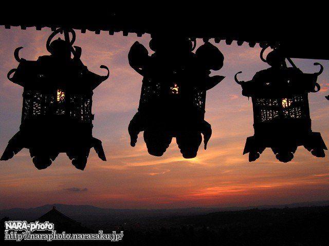 燈籠と夕焼け