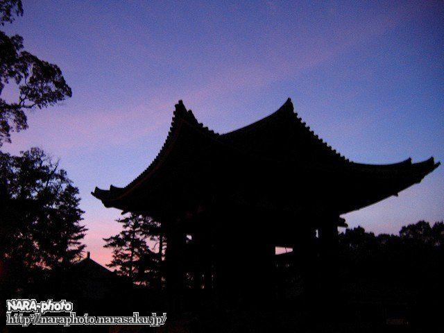 鐘楼と夕焼け空