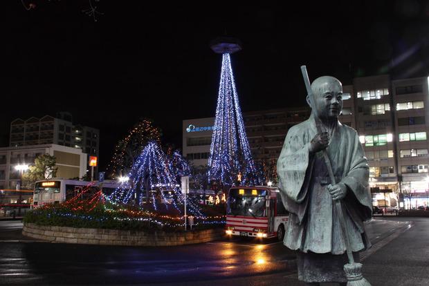 新田辺駅前