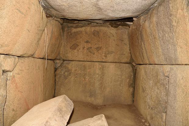 小谷古墳石室内
