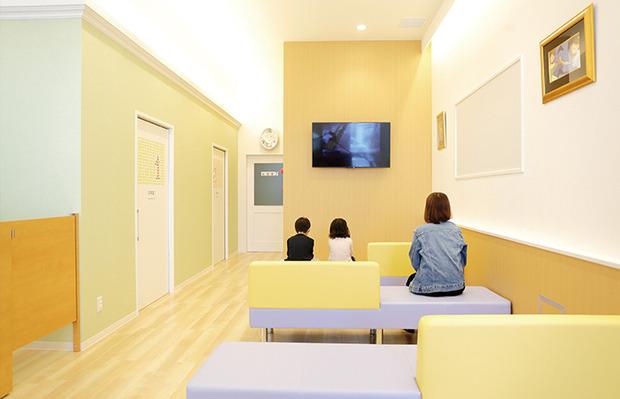 994060-たけつな小児クリニック待合室