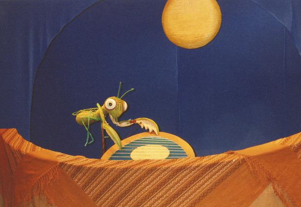 カマキリと月