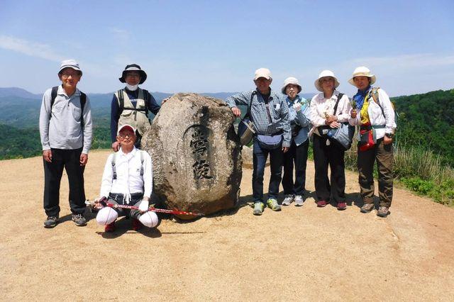 _DSCF0054  若草山山上で記念撮影