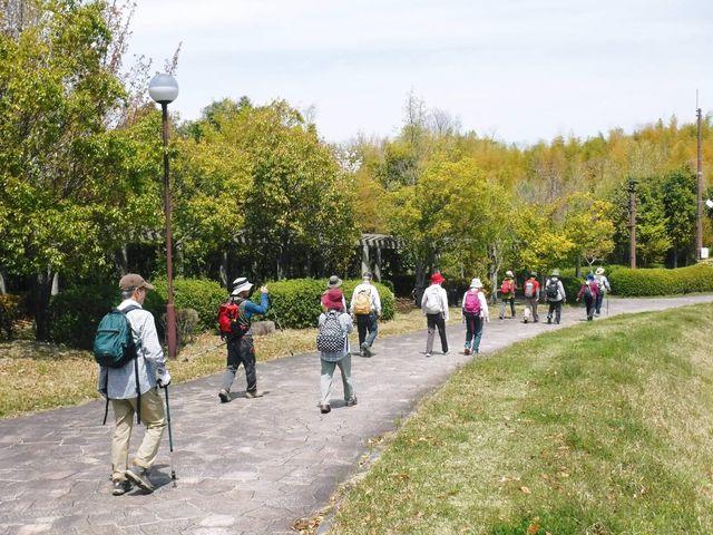4._DSCF0054A  ダムの畔を歩く