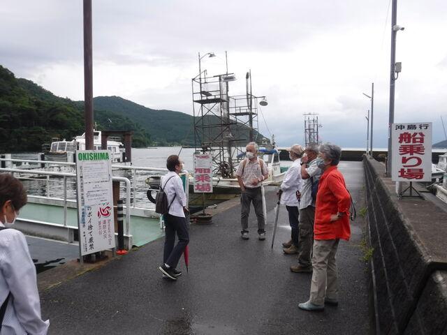 2.CF1409沖島行きの渡船待ち