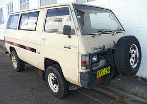 1985_Mitsubishi_L300_Express_(SD)_4WD_van_(2009-11-14)_01