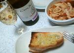 ガーリックトーストと白ワイン