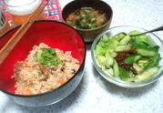 サンマの缶詰炊き込みご飯とたたきキュウリサラダ