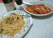 キャベツとウィンナーのトマト煮とペペロンチーノ