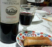 赤ワインと春巻き