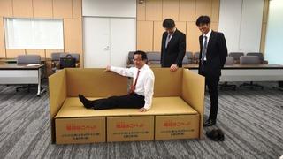 藤井長浜市長、寝心地を確認