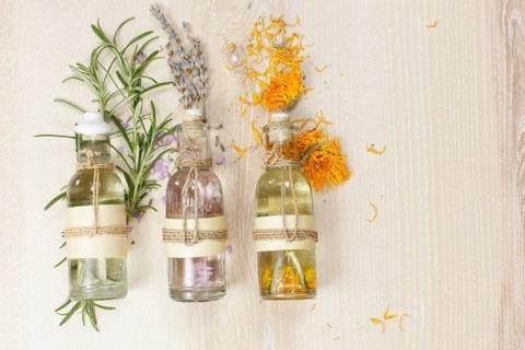depositphotos_71661361-stock-photo-aromatherapy-massage-oils