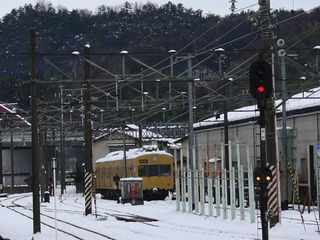 雪の彦根駅