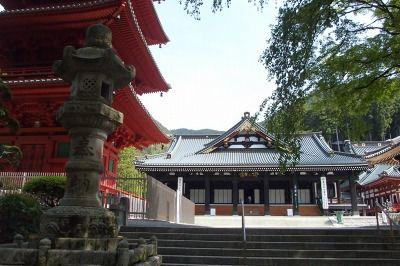 久遠寺境内
