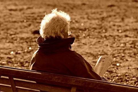 elderly-man-3895215_1280