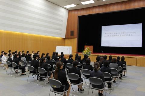 開講式 着席の写真