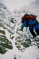 那須朝日東南稜:山頂直下の岩場を登る