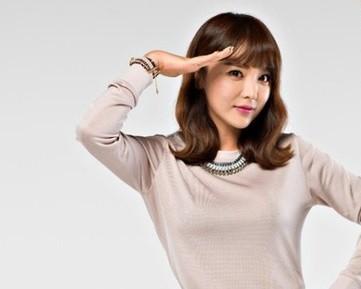 巨乳を魅せてる演歌歌手ホン・ジニョン
