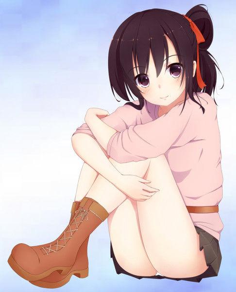 【画像】体育座りしてる娘の脚の下にできるトンネルがエロいwwwwwwwwwwwwwwwwwの画像