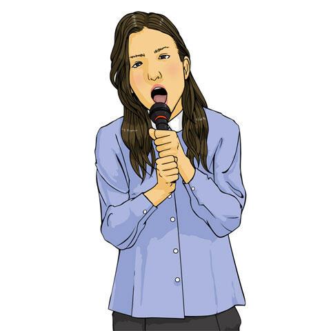 カラオケを歌う若い女性