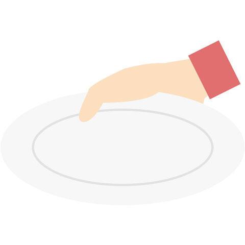 お皿を持った手