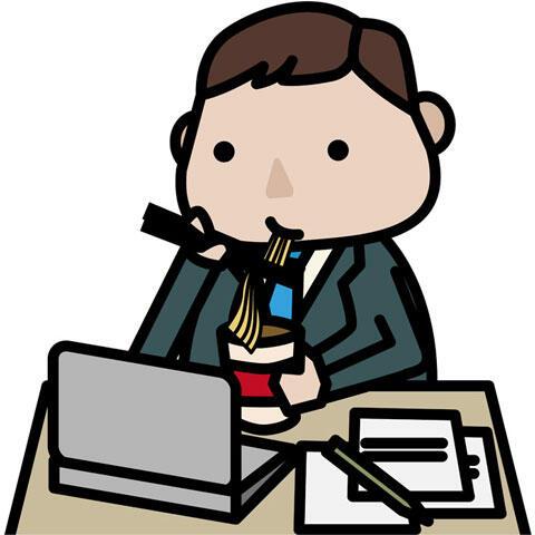 仕事しながらカップラーメンを食べるサラリーマン