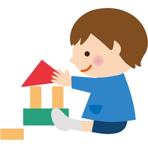 積み木で遊ぶ男の子