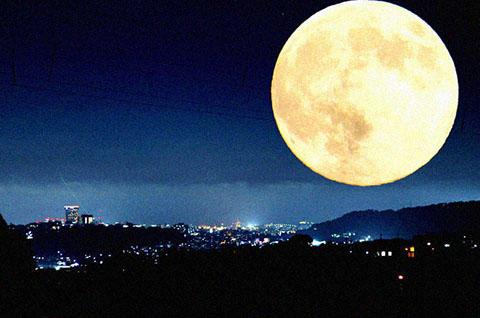 月 怖い画像