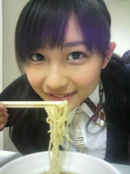 食べてる女の子