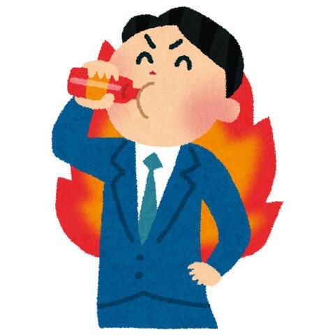 エナジードリンクを飲む男性