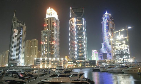 800px-Dubai_Marina_at_Night_on_27_February_2007
