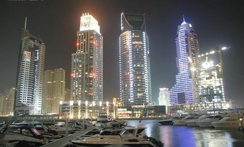 800px-Dubai_Marina_at_Night_on_27_February_2007