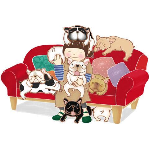 犬に囲まれて暮らす幸せな女性