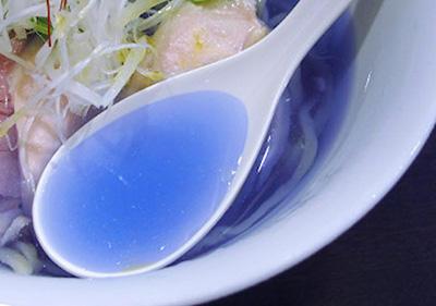 青いラーメン