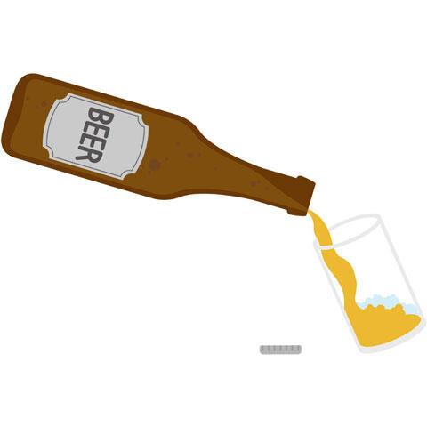 瓶からグラスに注ぐビール