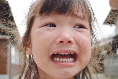 女の子 泣き顔