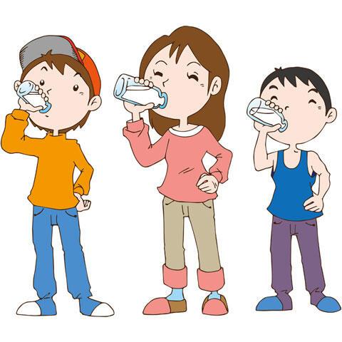 牛乳を飲む子供たち
