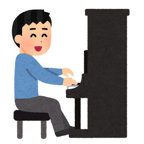 アップライトピアノを弾く人