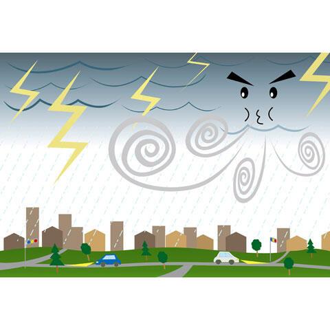 街を襲う台風と稲妻