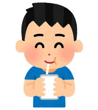 パックの飲み物を飲む子供