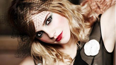 Emma-Watson-Sweet-Red-Lips--540x960